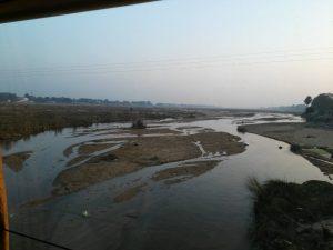 แม่น้ำเนรัญชราที่แห้งในฤดูหนาว